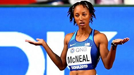 Viime MM-kisoissa, Dohassa 2019, Brianna McNeal hylättiin alkuerissä varaslähdön vuoksi.