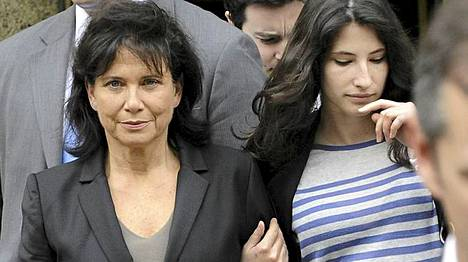 Dominique Strauss-Kahnin vaimo Anne Sinclair (vas.) ja Camille-tytär ovat puolustaneet Strauss-Kahnia.