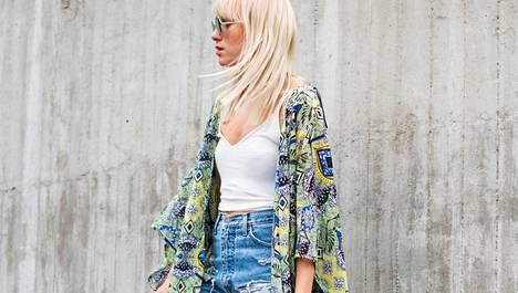 Tickle Your Fancy -blogin Sara Vanninen näyttää, kuinka pukea kaftaani, joka on yksi kesän trendikkäimmistä vaatevalinnoista.
