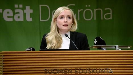 Vihreiden puheenjohtaja, sisäministeri Maria Ohisalon mukaan nuorten tulisi olla mukana päättämässä, koska he elävät päätösten kanssa pisimpään.