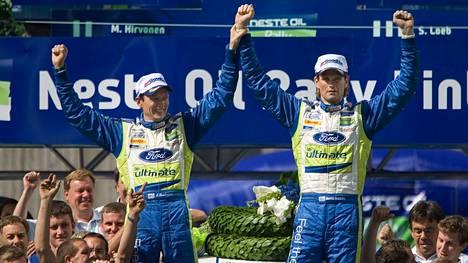 Marcus Grönholm (oik.) voitti Jyväskylän MM-rallin seitsemän kertaa. Kuvassa hän juhlii vuoden 2007 voittoa yhdessä kartanlukijansa Timo Rautiaisen kanssa.