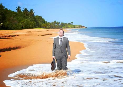 Ummikkolontoolainen komisario Richard Poole (Ben Miller) joutui komennukselle Saint-Marien saarelle Karibialle sarjassa Murha paratiisissa.