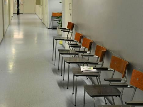 Sosiaali- ja terveyspalveluissa työskentelee reilu puolet kuntien työntekijöistä.