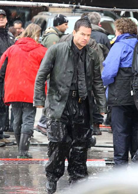 Mark Wahlberg Max Payne -elokuvan kuvauksissa.