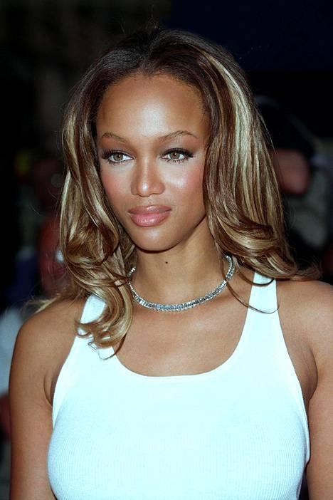 Tyra Banksin tyyli osoittaa, että blondatut raidat saivat olla hyvinkin paksuja!