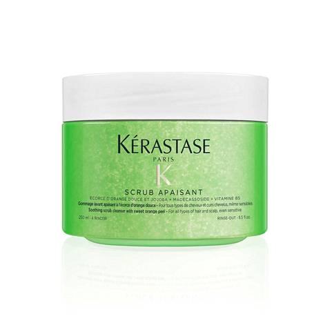 Kerastasen Fusio Scrub Relaxant -kuorinnan jälkeen päänahka tuntuu ihanan raikkaalta ja koko tukka kauttaaltaan kevyemmältä, 44,50 €.