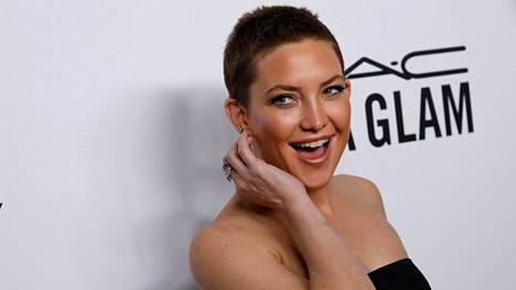 Näyttelijä Kate Hudson leikkautti hiuksensa kesällä lähes siiliksi ja on viihtynyt lookissa siitä lähtien.