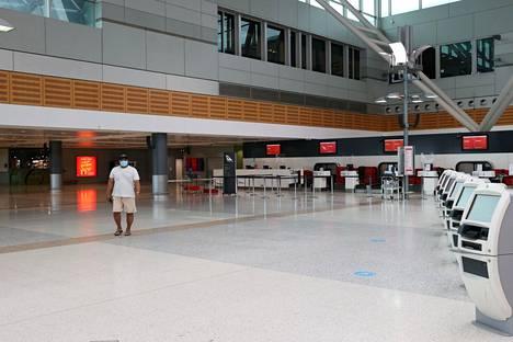Australia sulki rajat viime vuoden maaliskuussa. Myös maan sisäistä matkustamista on rajoitettu ajoittain. Kuva joulukuulta, jolloin Uuden Etelä-Walesin naapuriosavaltiot sulkivat rajansa Sydneyssä havaitun tartuntaryppään takia.