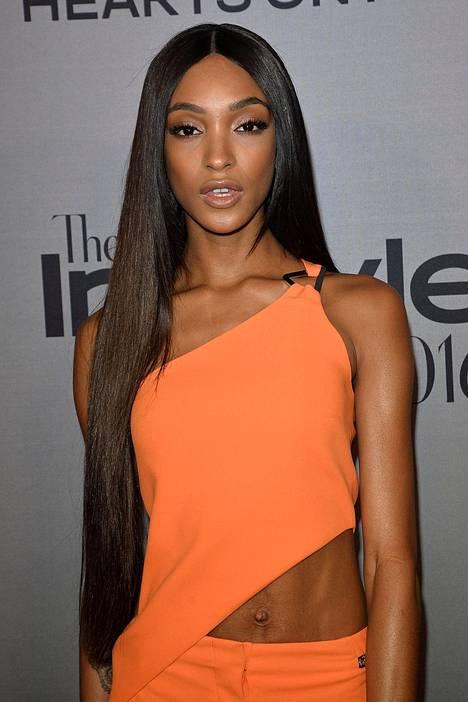 Piikkisuorat ja megapitkät hiukset ovat olleet tänä vuonna yksi julkkisten suosikeista.