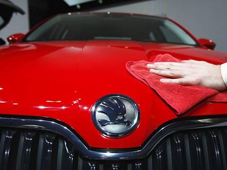 Škoda Octavia oli suosituin uusi automalli helmikuussa, mutta Volkswagen Golf oli aivan kannoilla.