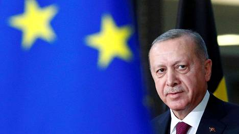 Turkin presidentti Recep Tayyip Erdogan kuvattiin hänen saapuessaan tapaamaan Eurooppa-neuvoston puheenjohtajaa Charles Micheliä Brysselissä viime maaliskuussa. Arkistokuva.