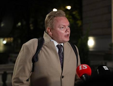 Keskustan eduskuntaryhmän puheenjohtaja Antti Kurvinen painotti etätiedotustilaisuuden aluksi, että autoilijoiden syyllistäminen ilmastonmuutoksesta ei enää käy keskustalle.