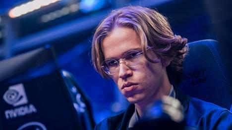 """Topias """"Topson"""" Taavitsainen on pelannut kahdesti MM-kisoissa ja voittanut molemmilla kerroilla."""