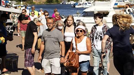 Kansainväliset suurmarkkinat Kotkassa 29. heinäkuuta. Kotimaanmatkailussa on tänä vuonna rikottu ennätyksiä.