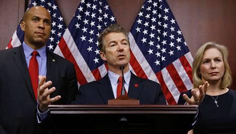Senaattori Rand Paul kuvassa keskellä.