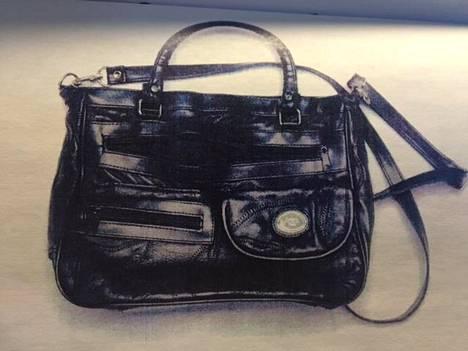 Myös uhrin käsilaukku löydettiin sekajätteiden seasta.