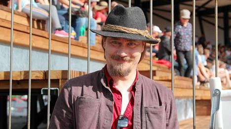 Nightwishin keulahahmo Tuomas Holopainen on tuttu näky Kiteen Rantakentällä.