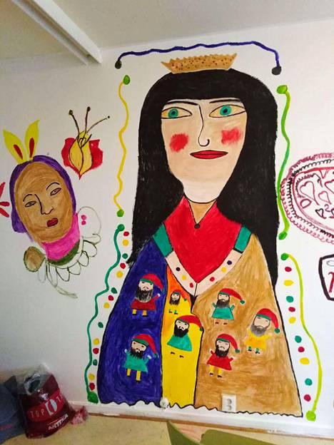 Elena Diman seinämaalaus koristaa päiväkeskus Hirundon entisten tilojen seiniä.