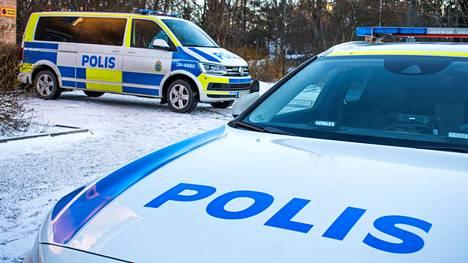 Poliisi epäilee urheilijamiehen surmanneen kaksi lastaan ja sen jälkeen itsensä Salan kunnassa, Keski-Ruotsissa.