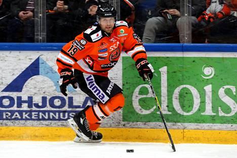 Juho Keränen pelasi myös HPK:n paidassa. Kuva vuodelta 2017.