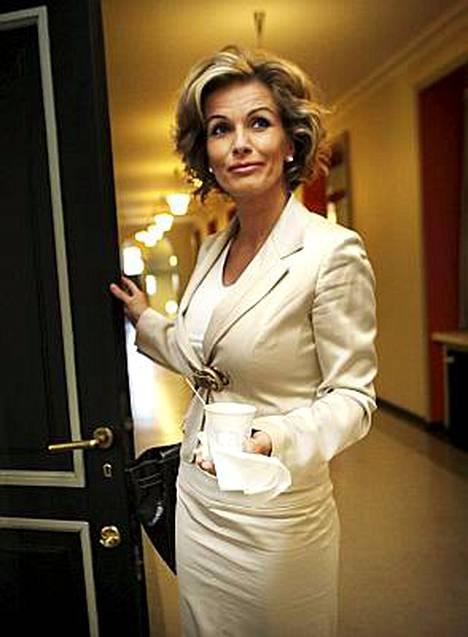 Tanja Karpela iloitsee loman häämöttämisestä.