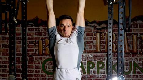 PT Arto Tarvaisen mukaan kehonpainoharjoittelu lisää tietoisuutta omasta kehosta.