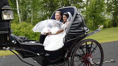 Vesa Keskinen ja hänen puolisonsa Jane viettivät häitään kesäkuun 20. päivänä. Nyt selvitellään, onko pari todella naimisissa.