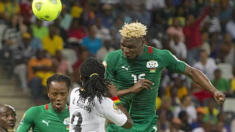 Aristide Bancé ja Burkina Faso ovat iskussa. Kuva viime vuoden ottelusta Ghanaa vastaan,