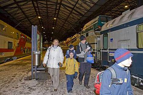 Kuuselan perhe päätti lähteä autojunalla Kolariin.