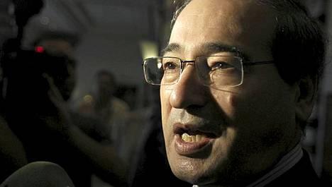 Syyrian varaulkoministeri Faisal al-Miqdad lupasi maan tuen YK:n rauhanvälittäjälle.