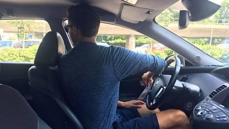 Hollantilaisessa otteessa auton ovi avataan kädellä, joka sijaitsee kauempana ovesta. Näin tulee katsottua helpommin olkapäänsä yli, onko takaa samaan aikaan tulossa esimerkiksi pyöräilijä.