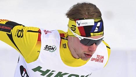 Joni Mäki kilpailee vahvassa vedossa.