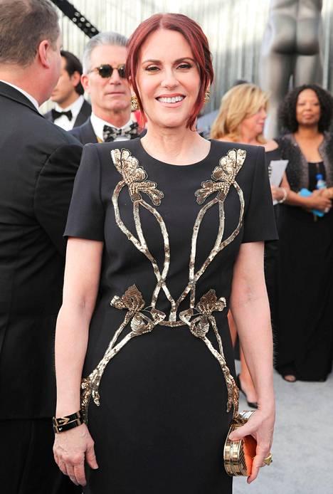 Näyttelijä kertoi tilaavansa pukunsa mieluiten nettikaupoista, koska silloin hän saa varmasti mieleisensä puvun.