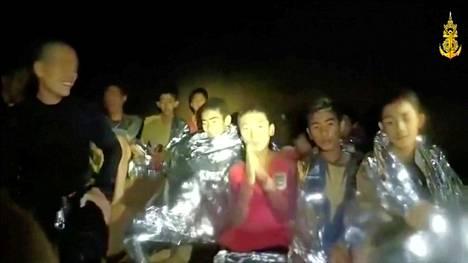 Luolasta pelastetut pojat voivat keskiviikkona kerrottujen tietojen mukaan jo hyvin.