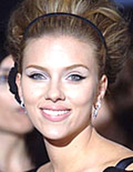 Scarlett Johansson sanoo, että hän on pelkästään ystävä Justin Timberlaken kanssa.