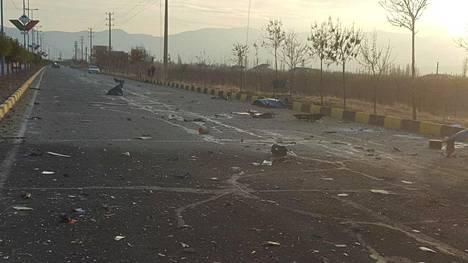 Fakhrizadehin autosaattueeseen iskettiin tällä paikalla.