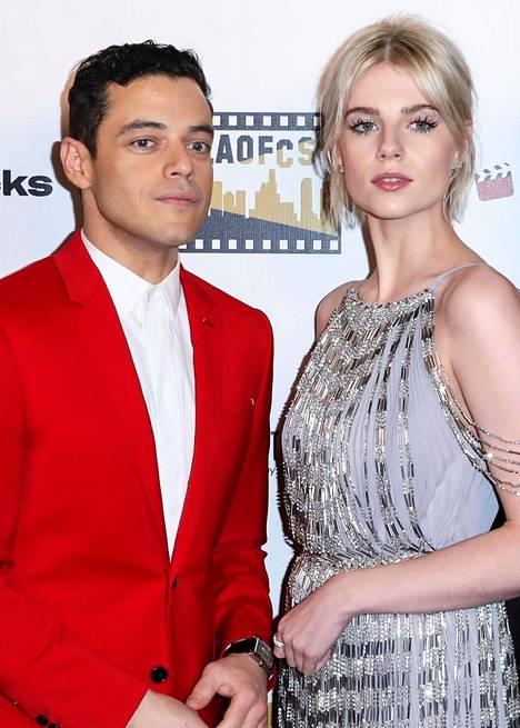 Rami Malek näyttelee elokuvassa Freddie Mercuryä ja Lucy Boynton Mary Austinia. Pari seurustelee myös oikeassa elämässä.