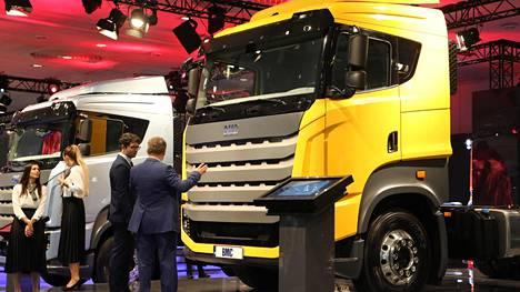 """IS Saksassa: Tältä näyttävät turkkilainen """"Scania-kopio"""" ja VW:n Brasilia-malli"""