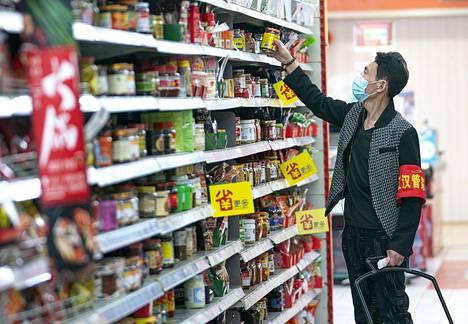 Wuhanissa osa asukkaista pääsi jo kauppaan kahden kuukauden eristyksen jälkeen.