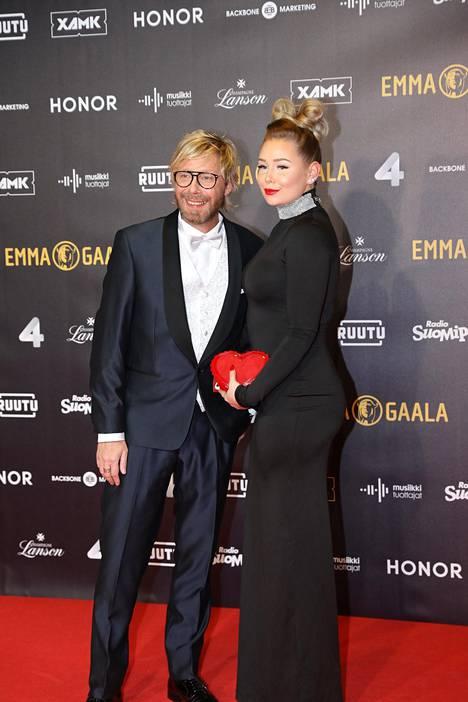 20-vuotias Wilma edusti isänsä kanssa Emma-gaalan punaisella matolla viime vuonna.