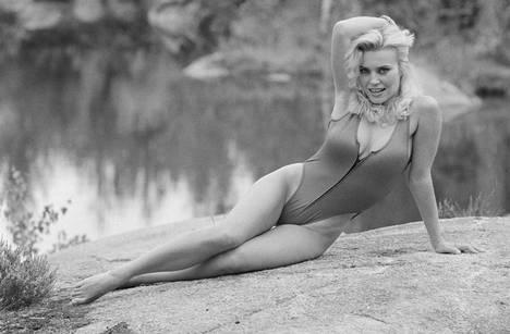 Tiina Virenius eli Gina Goldberg oli ensimmäinen suomalainen Playboy-lehden alastonkuvissa vuonna 1981. Näin Virenius poseerasi vuonna 1983.