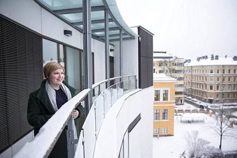 Perhe- ja peruspalveluministeri Annika Saarikko (kesk) toivoo, että kaikilla olisi malttia seurata alkoholilain uudistuksen vaikutukset loppuun asti, ennen uusien vapautusten aloittamista.