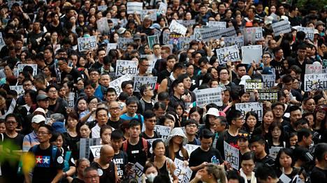 Opettajat osoittivat mieltä Hongkongissa 17. elokuuta 2019.