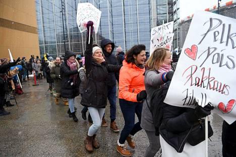 Poliisin mukaan mielenosoituksessa ei noudatettu ennalta sovittuja toimintatapoja.
