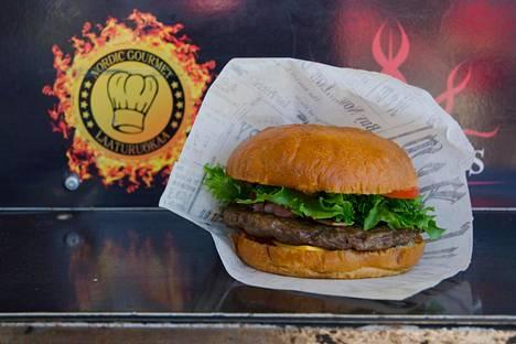 Himoksen Jysäreillä ja Wanaja Festivaleilla voi saada artesaanibriossin välissä Black Angus -rotukarjapihvin tai vaihtoehtoisesti vegaanisen falafel-pihvin American Burger Food Truckista.