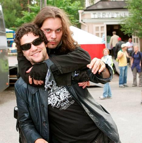 Ville Valo ja Bam Margera yhteiskuvassa vuonna 2004.