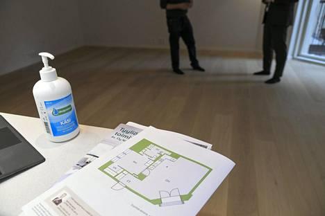 Asuntokauppa on hiljentynyt koronaviruskriisin aiheuttamien rajoitusten takia. Kuvituskuva.