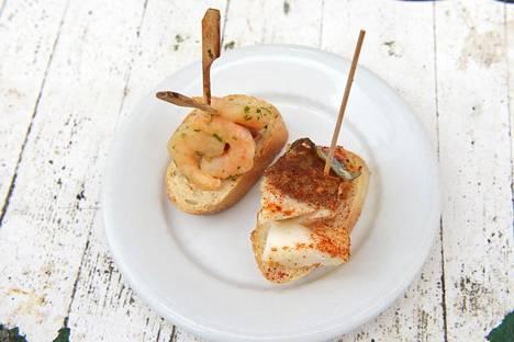 Pohjois-Espanjan Baskimaalle tyypillisiä pintxoja saa nykyään eri puolilta maata. Leipäpalasten täyte pysyy koossa hammas- tai muun tikun avulla, ja monissa pintxo-baareissa lasku maksetaan lopuksi lautaselle jääneiden tikkujen määrän mukaan.