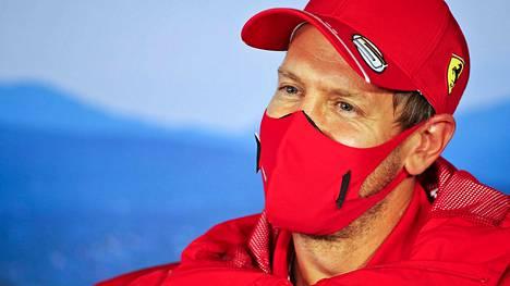 Sebastian Vettel pitää yhä mahdollisuudet auki ensi kauden suhteen.