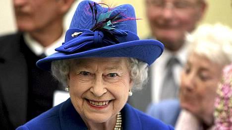 Kuningatar Elisabet II valtiovierailua varjostaa pelko terrori-iskusta.